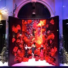 Détail vitrine de Noël Sonia Rykie l- Printemps Haussmann